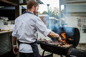 Chef-Nicolas-bbq-op-locatie